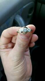Stunning 3 stone illusion diamond twist ring 9 carat gold
