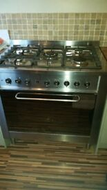 Indesit large cooker.