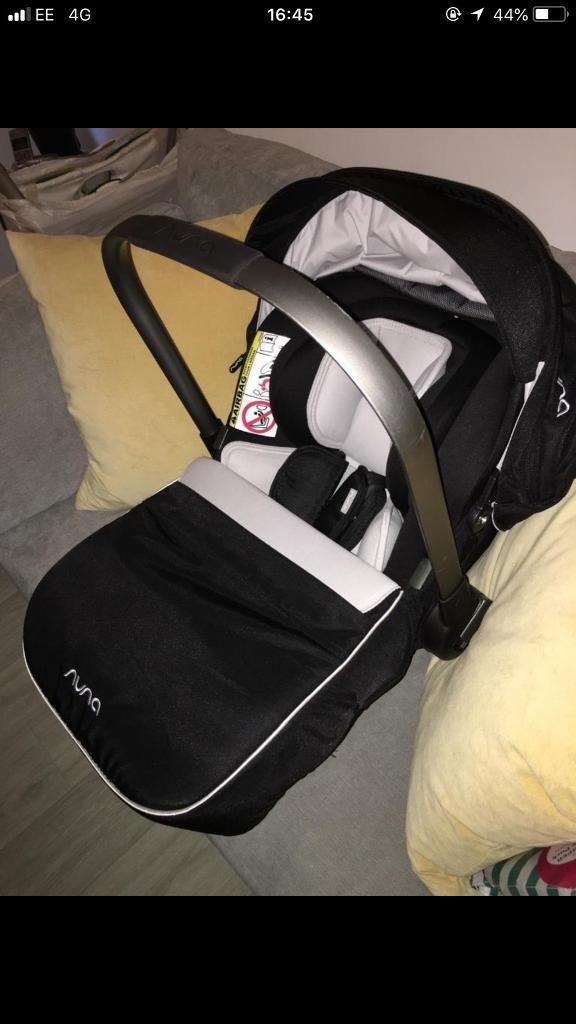 Nuna pipa with isofix base, in perfect condition