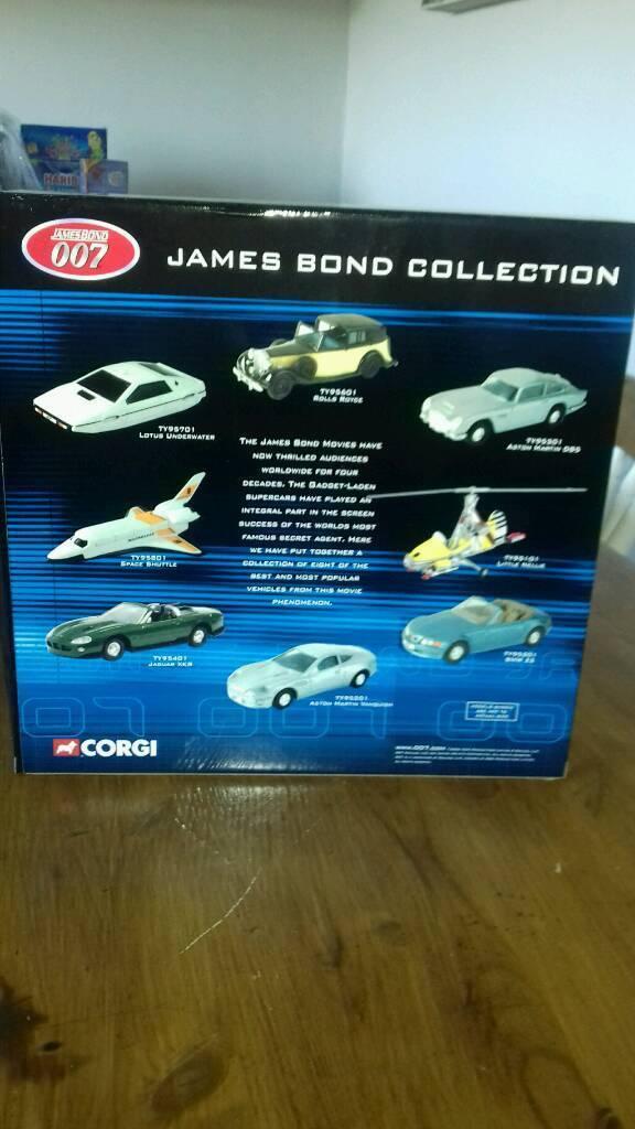 James bond 8 piece gift set