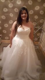 Size 14-18 wedding dress only been worn to try on