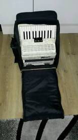 48 bass chanson piano accordion with bag. Good condition
