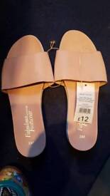 Shoes size 7 pink