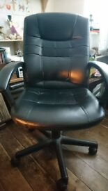 Black Office Swivel Chair on Castors