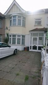 3 BED AND 2 RECEPTION IN BEEHIVE LANE IN ILFORD ,IG1 3RW,£2000 PCM / PART DSS WELCOME