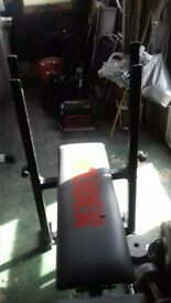 Weider weights bench Small split in seat and bolts missing.