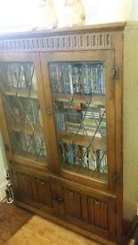 Vintage oak bookshelf/cabinet with leaded glass doors