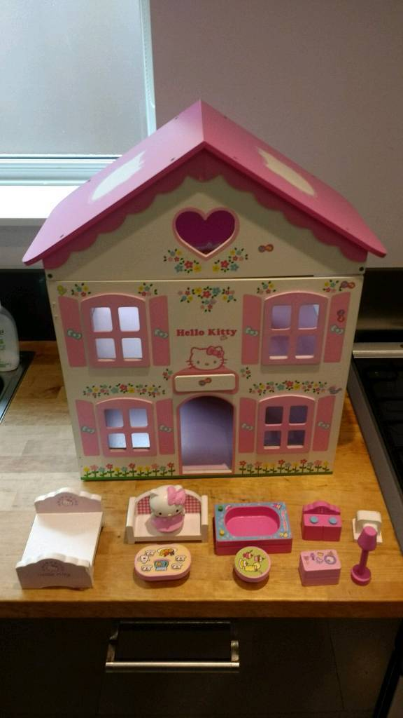 Hello Kitty Wooden Dolls House with accessories
