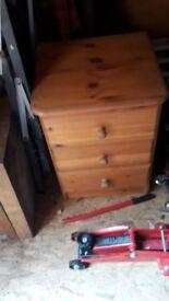Pine three drawers with round knob handles