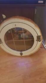 Circle Windor