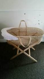 Baby Moses basket with base