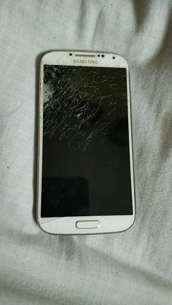 Samsung galaxy s4 spares/repairsin Alcester, WarwickshireGumtree - Samsung galaxy s4 for sale or swapsIts for spares or repairs because it does not turn on and has a smashed screen
