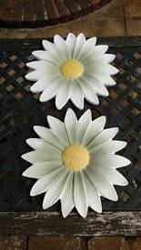 Set of 2 large plaster daisies