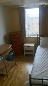 Large Single Room PRIVATE BATHROOM - FELTHAM LONDON WATERLOO VICTORIA HEATHROW HOUNSLOW
