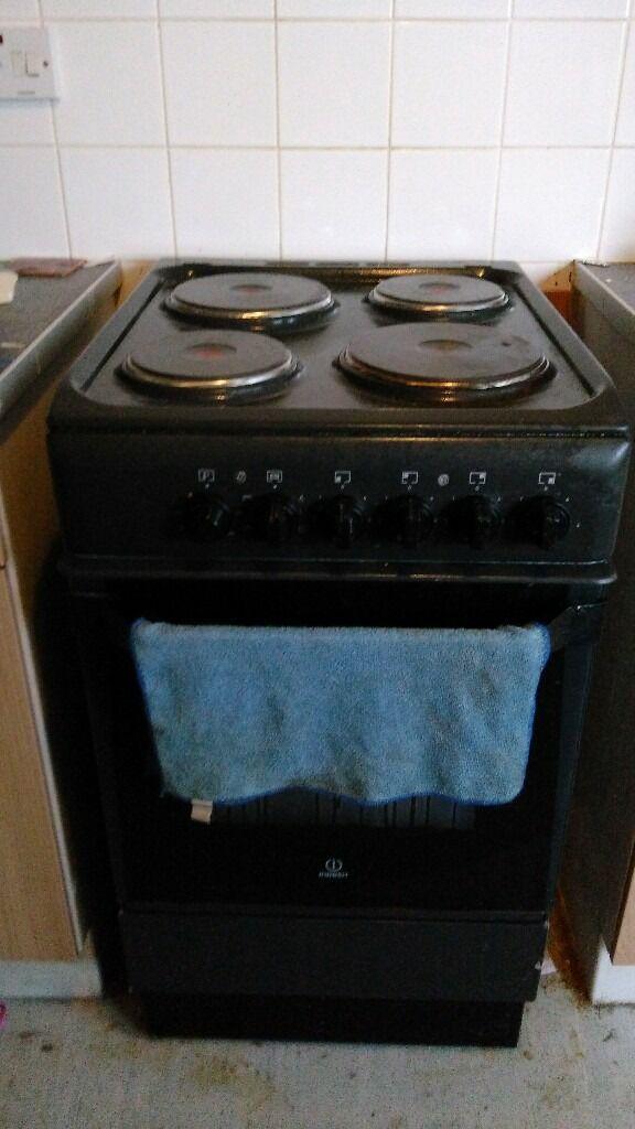 black indesit cooker