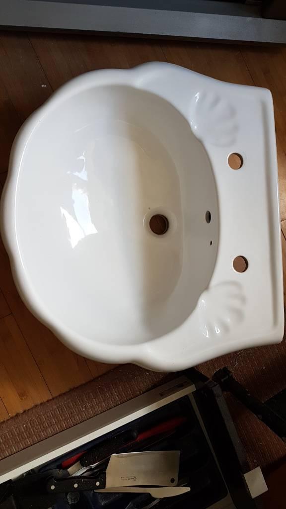 Bathroom Basin Sink Scallop Clam Shell Design In