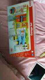 Toddlers garage playset bnib