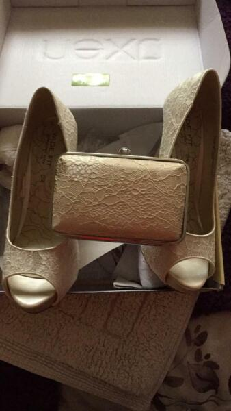 Used, Cream lace Court shoes size 6 1/2 wide fit will fit a size 7 foot for sale  Little Hulton, Manchester