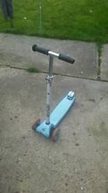 Scooter zinc