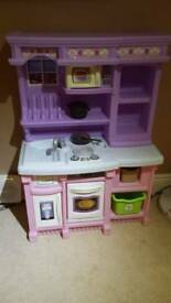 Fab condition childs play kitchen.tough plastic.accessories
