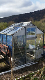 3greenhouses 2 sheds and 3 water tanks x1000 l
