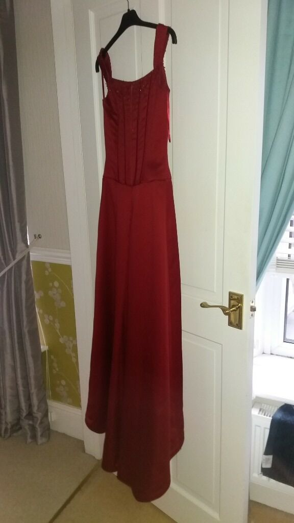 prom dresses for salein Pontarddulais, SwanseaGumtree - Prom dress for sale fishtail satin size 6/8 worn but in good condition. Collection only contact Lisa 07800826920