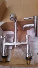Bath and basin mixer taps set
