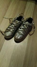 Gold shiny shoes dose 4/4.5