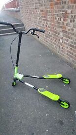 V scooter for sale suit 10/14 yrs hardly used