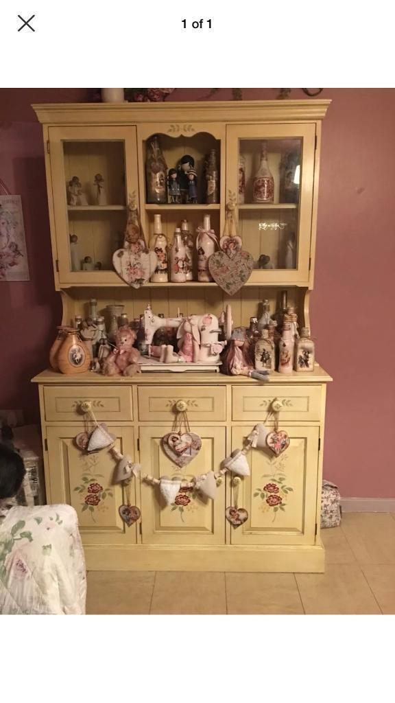 Shabby chic cream dresser