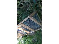 rabbit\guinea pig run with hide hut built in