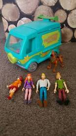 Mystery machine and 5 characters