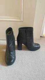 High crocodile boots, Chelsea style, buffalo