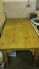 Large oak table with 6 matching chsirs