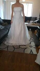Beautiful never worn wedding dress size 12