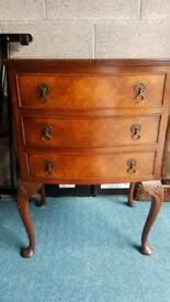 Walnut chest of drawers
