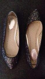 Womens black and gold sparkly oasis flat party shoes size 5