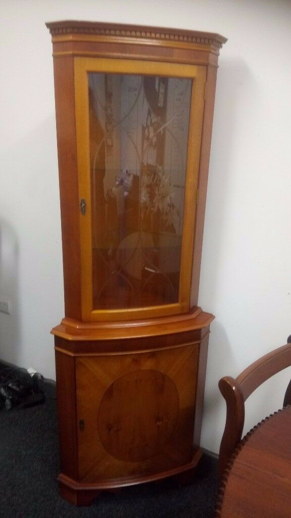 Gorgeous walnut corner display cabinet Excellent Condition £85 CHEAP local DELIVERY Stalybridge SK15
