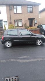 Renault Clio black 1150cc, Alloy Wheels , New Tyres ,Sunroof , New Battery.