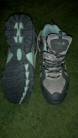 Regatta walking boots size 5