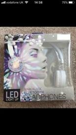 BLUETOOTH LED COLOUR FLASHING LIGHTS HEADPhones