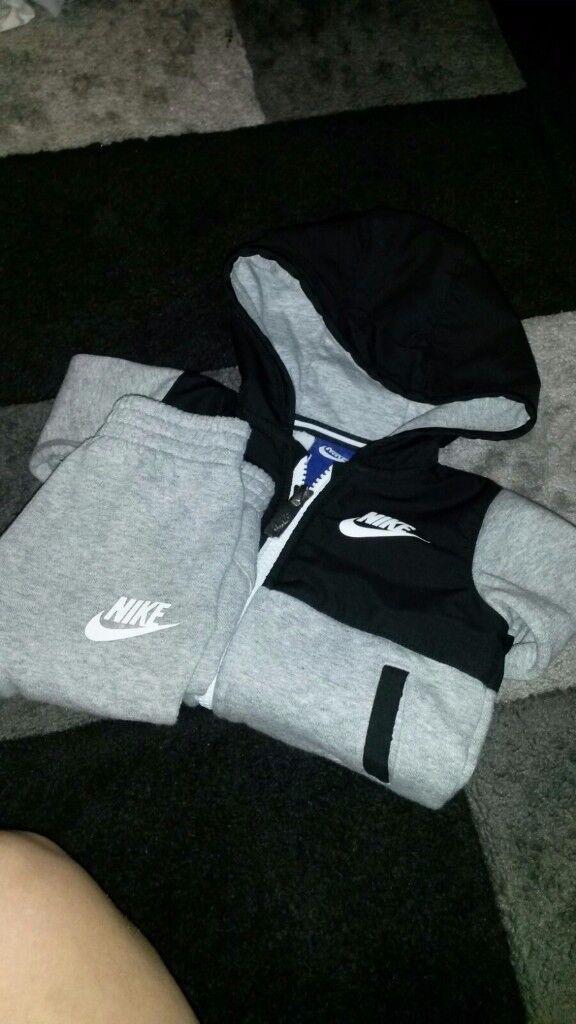 Nike tracksuite
