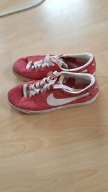 Nike trainers UK size 6 £10