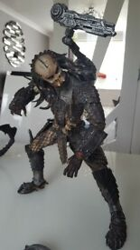 Predator & Alien movie statues 1 foot high