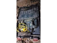 Bosch gsh 5 ce breaker 110v, with case and one chisel, ready to work