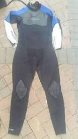 Mens Gul contour wetsuit. Size L