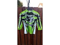 MOTOCROSS TOPS VARIOUS 5-7YRS AND LARGE SIZE IN GREEN & WHITE BRAND NEW