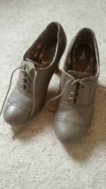 Ladies size 8 shoe boot