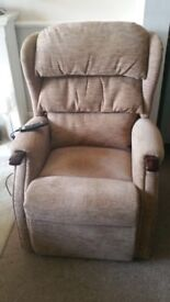 HSL ELECTRIC RISER/RECLINER DISABILITY/MOBILITY CHAIR IN BEIGE CHENILLE