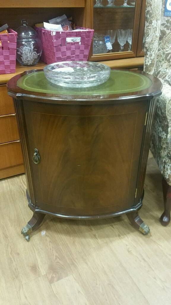 Small curved cabinet on claw wheels